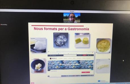 Agustí Romero explicant usos de l'oli a la cuina